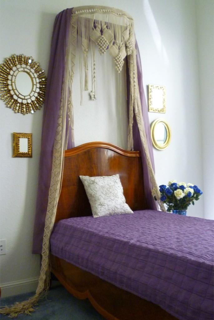Bed Corona by Paola Prati